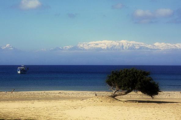 Τα λευκά όρη όπως φαινονται απο την Γαυδο. 100 άνθρωποι στον πλανήτη μπορούν να δουν αυτή την εικόνα. (Χειμώνας, με βόρειο άνεμο)
